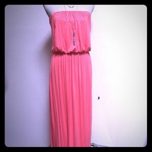 Dresses & Skirts - ☀️PERFECT FOR SUMMER Strapless Coral Maxi🌻
